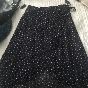 Maurice's Brand Faux Wrap skirt. Size large. Navy